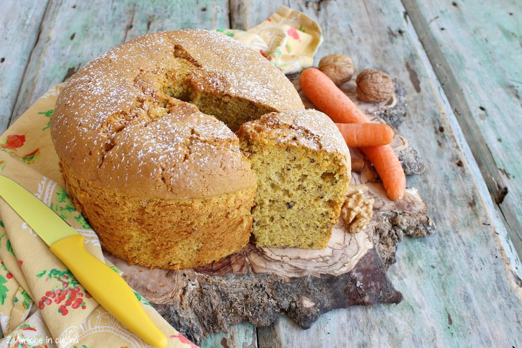 Chiffon cake alle carote e noci, torta soffice senza lattosio di origine americana.