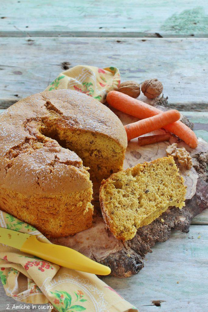 Chiffon cake al succo di carota, con noci e cannella