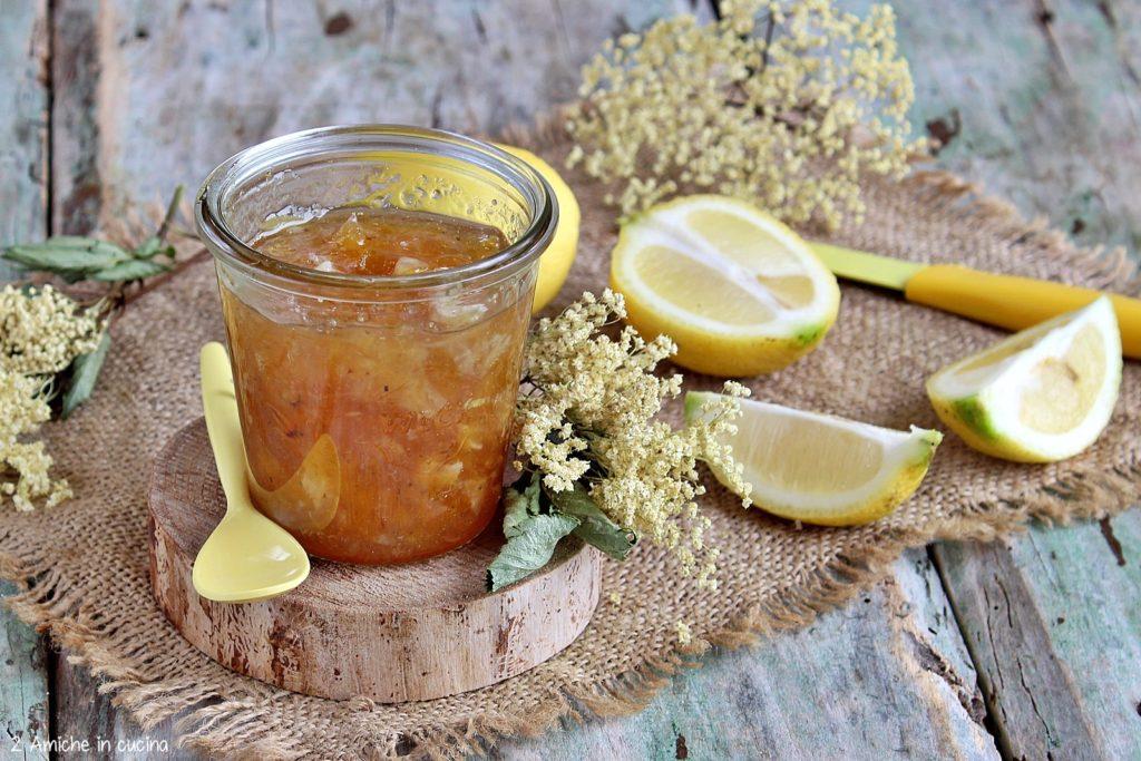 Marmellata per la colazione con limoni bio e fiori di sambuco
