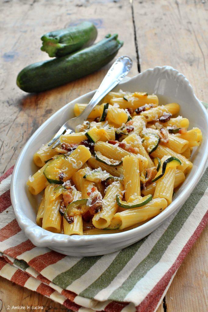 Pasta alla carbonara con le zucchine