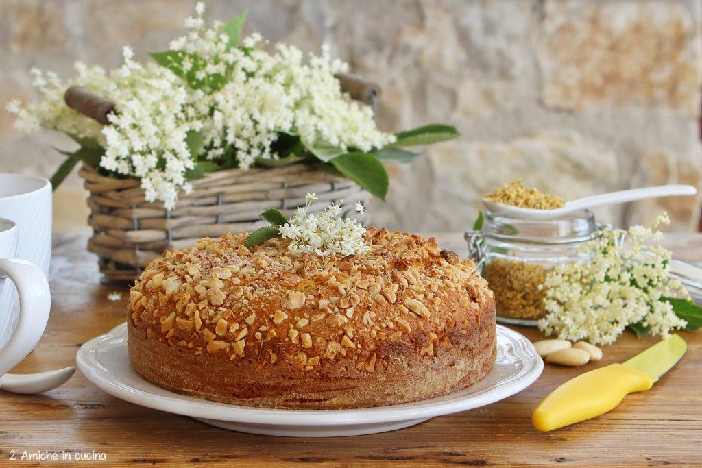 Torta ai fiori di sambuco e mandorle