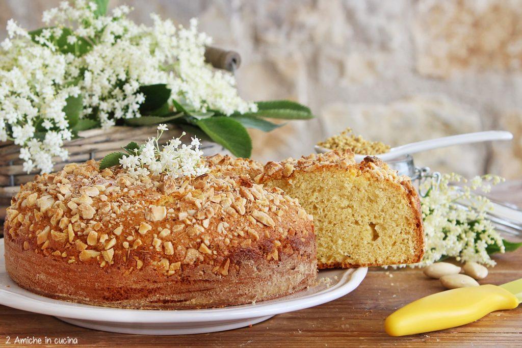 Torta semplice con sambuco, mandorle e farina di  mais