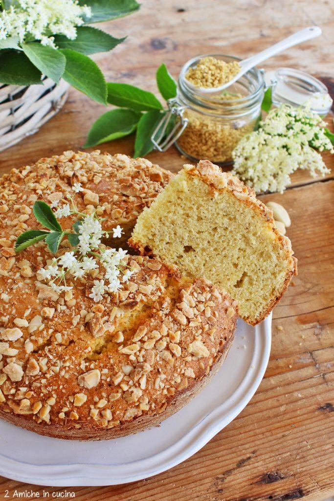 Torta ai fiori di sambuco e mandorle con farina di mais