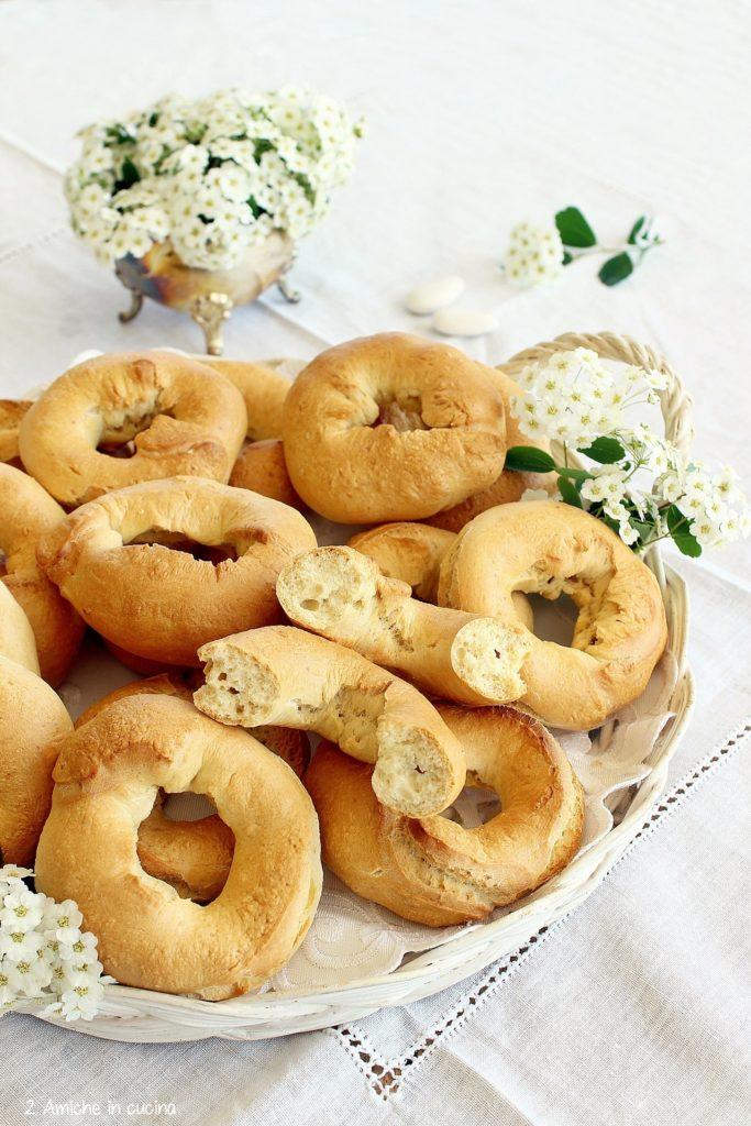 Zuccarini degli sposi, ciambelline di pane tipiche umbre
