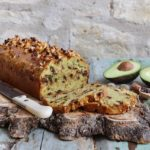 Plumcake con avocado, nocciole e cioccolato, ricetta senza glutine e senza lattosio