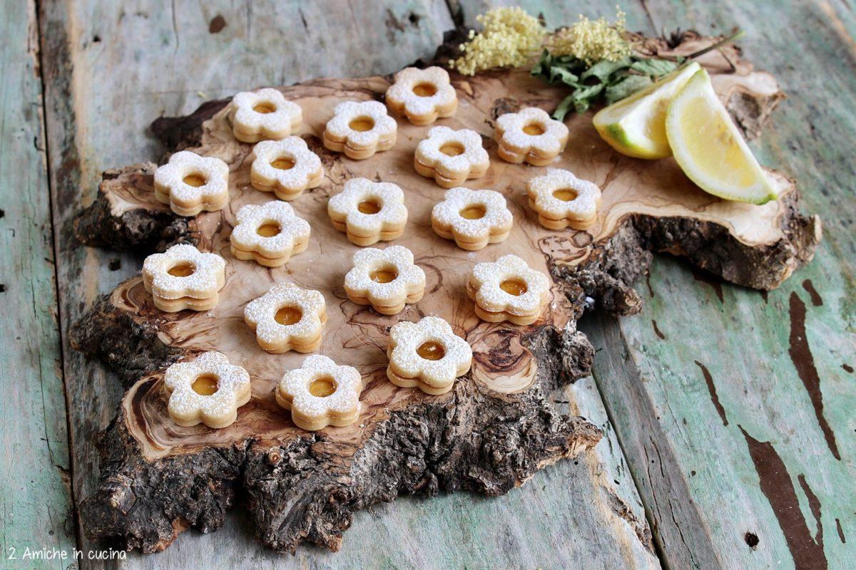 Biscotttini da tè con marmellata di limoni aromatizzata ai fiori di sambuco