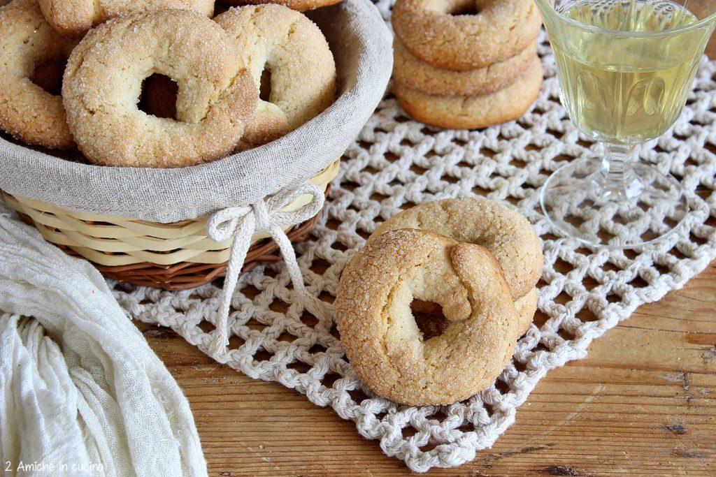 Biscotti friabili al vino bianco e finocchio macinato