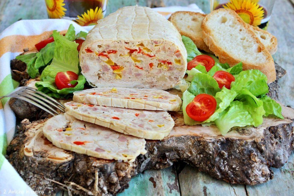 Galantina ai peperoni, pollo farcito con salsiccia e peperoni arrostiti, rivisitazione della ricetta tipica umbra