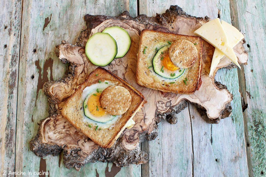 Uovo cotto nel toast, con cotto, asiago e zucchine