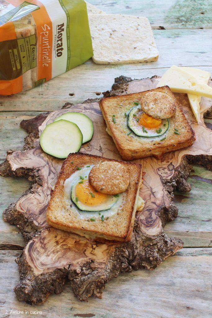 Uovo a occhio di bue cotto nel toast