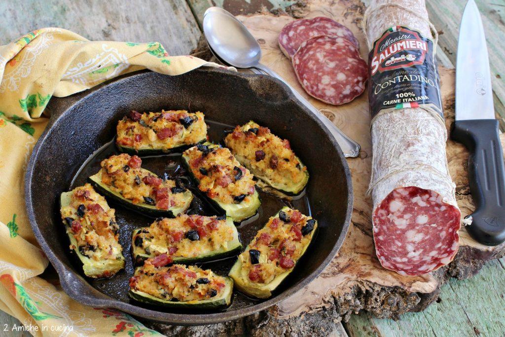 Zucchine ripiene di pane e salame con olive e scarti dell'estrattore