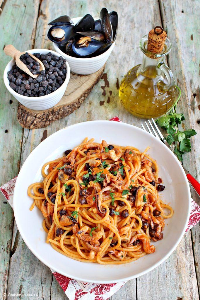 Spaghetti con polipetti, cozze e ceci