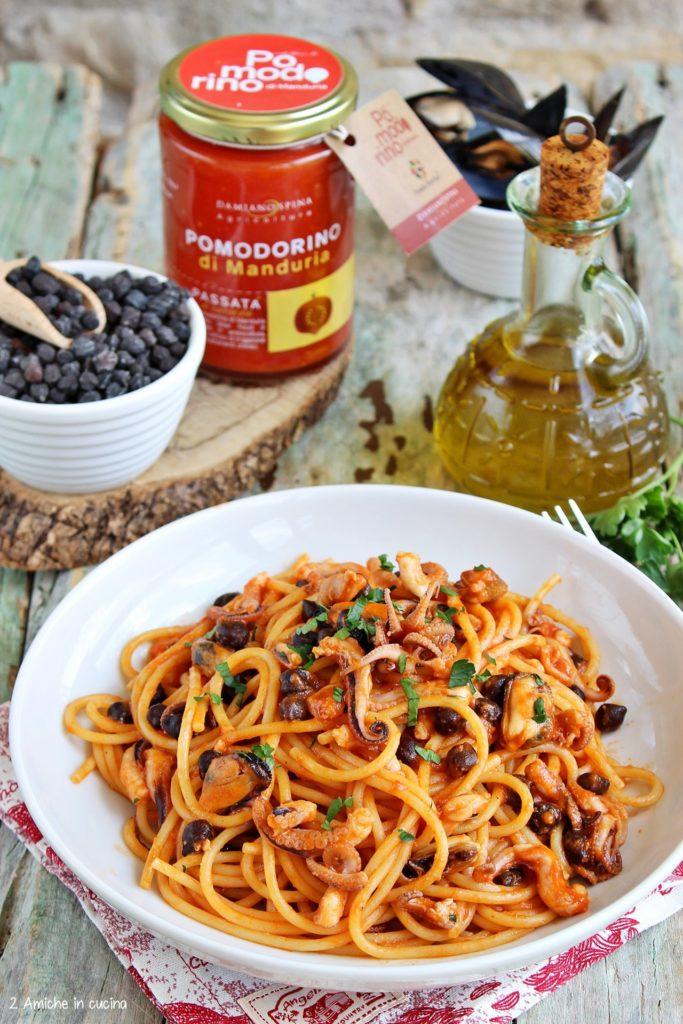 Piatto di spaghetti con pomodorino di Manduria, polipetti, cozze e ceci