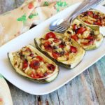 Barchette di zucchine, con capperi e pomodorini