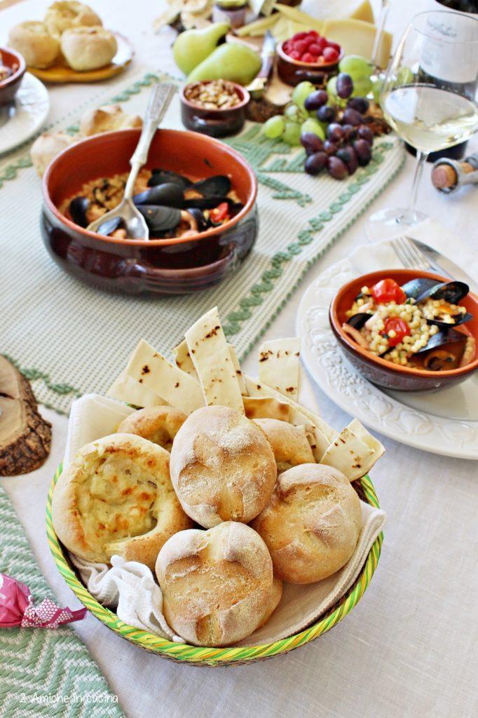 Cestino del pane tipico sardo, per il menù sardo