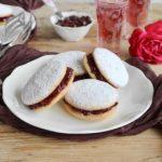 I biscotti di San Gennaro, dolcetti soffici farciti di confettura