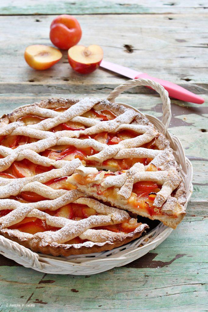 Crostata con prugne fresche
