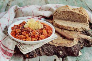 Gnocchetti di pane nero con salsiccia e fagioli