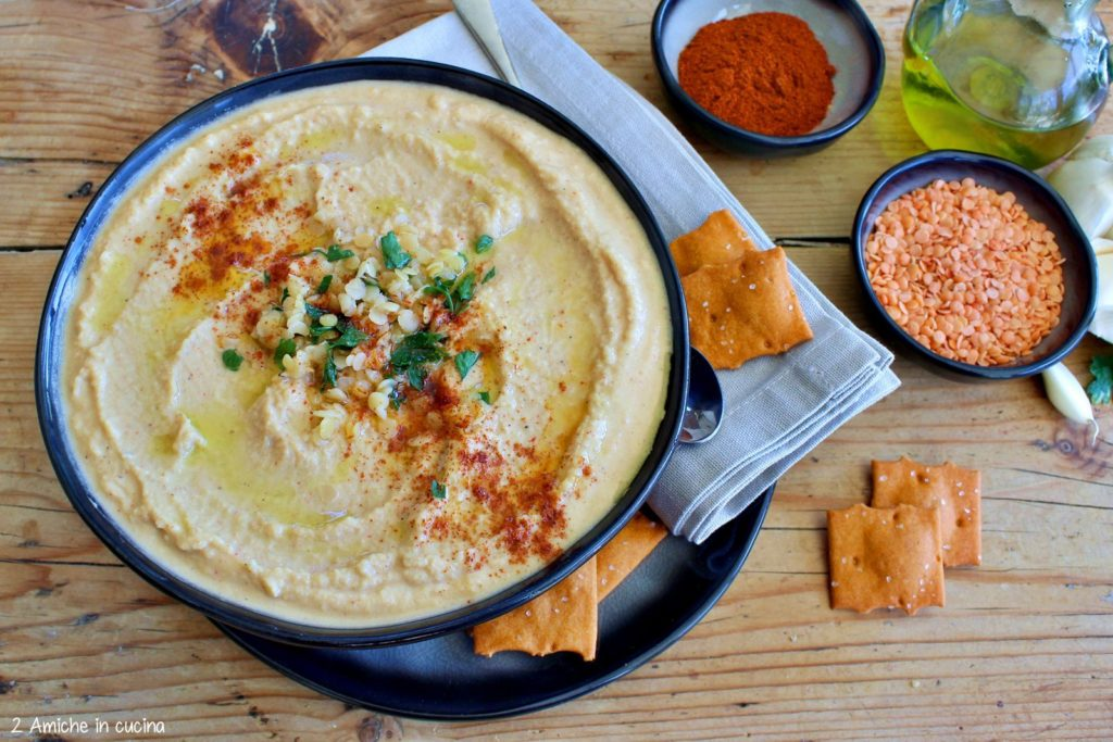 Hummus di lenticchie rosse con paprica e crostini