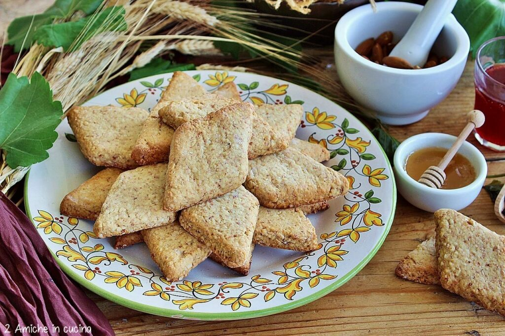 Biscotti al mosto con mandorle e miele, i mostaccioli di San Francesco