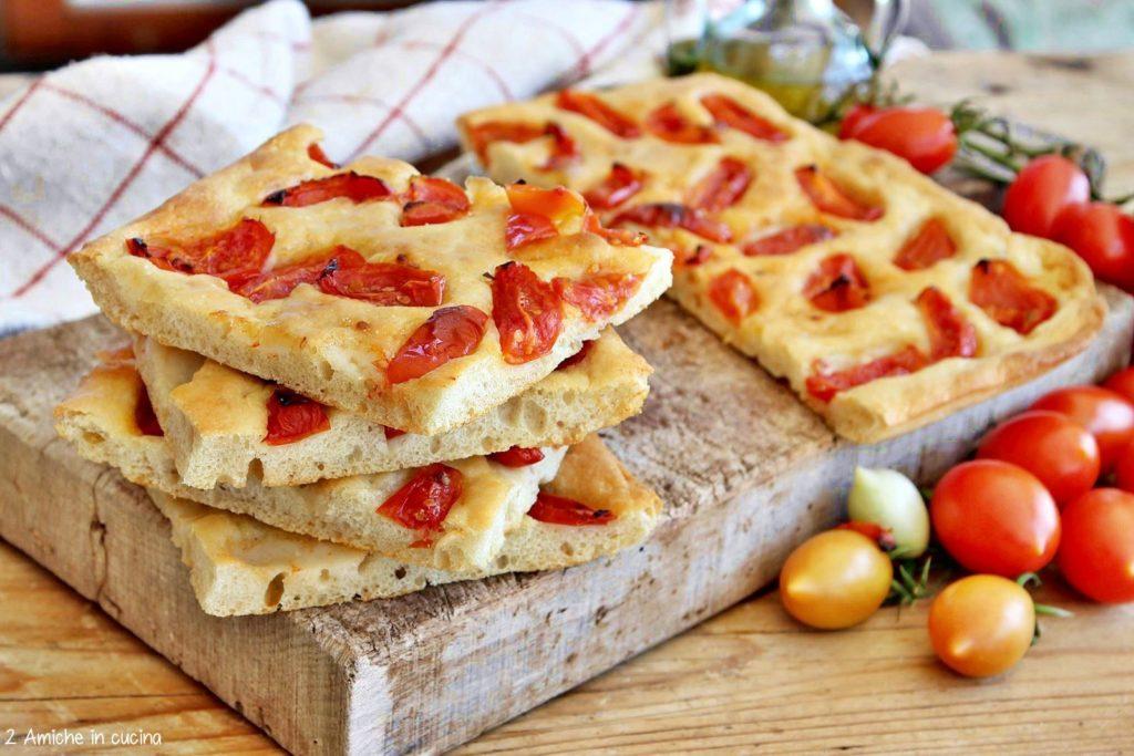 Schiacciata al pomodoro, ricetta tipica umbra
