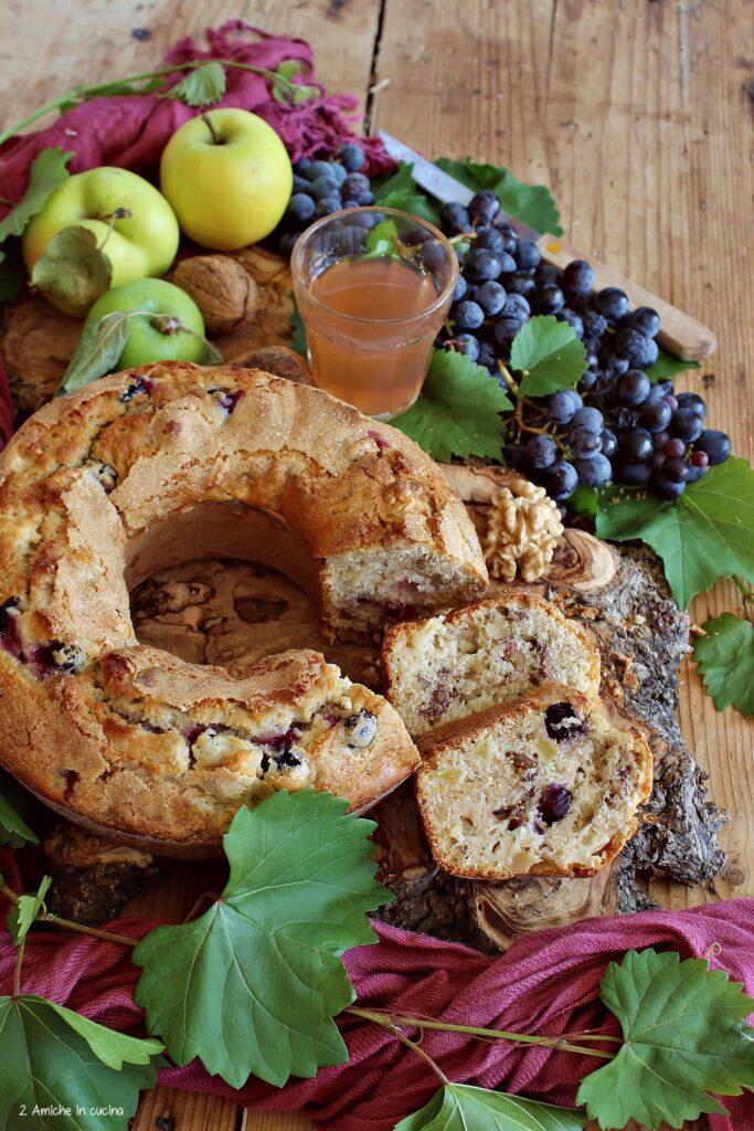 Ciambellone con uva, mosto, noci e mele