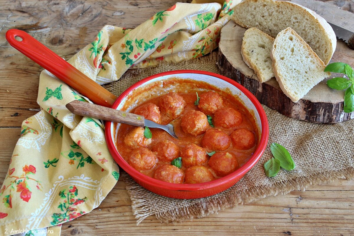 Polpette di pane e ricotta al pomodoro