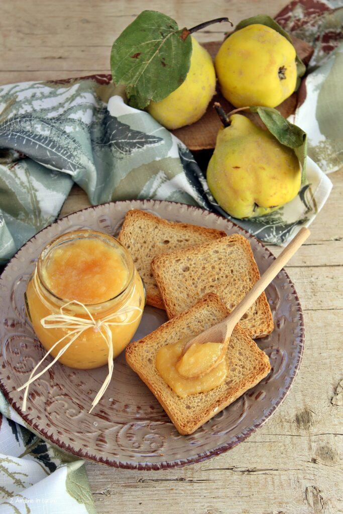 Confettura di mele cotogne, limone e vaniglia per la colazione o per farcire dolci