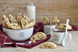 Biscotti al pistacchio e cioccolato senza lattosio