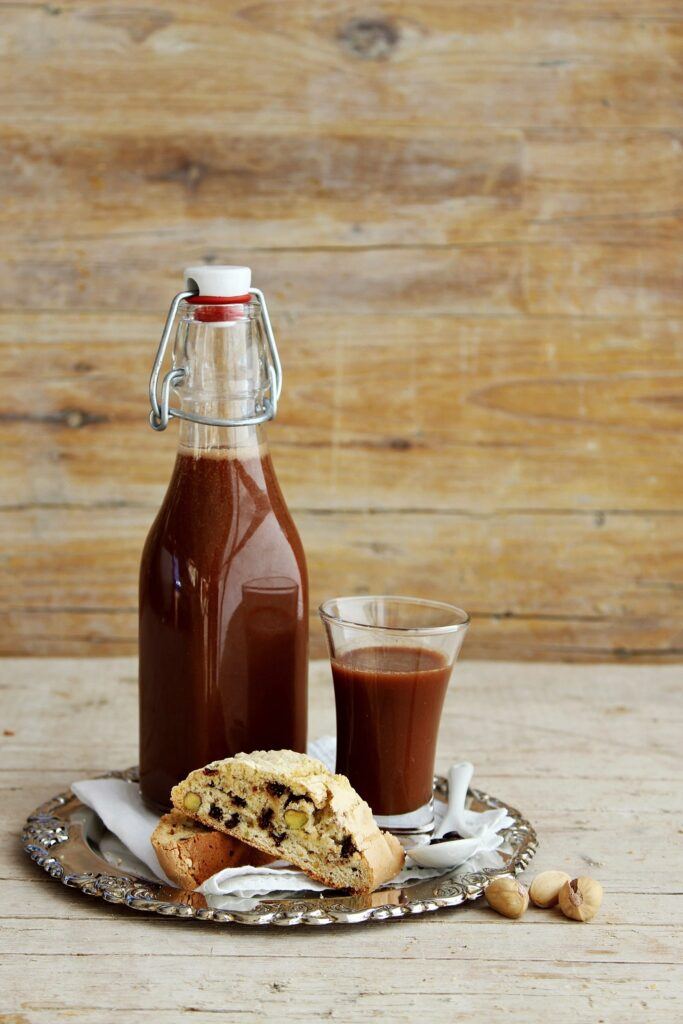 Tozzetti con pistacchio e cioccolato con liquore al cioccolato fondente