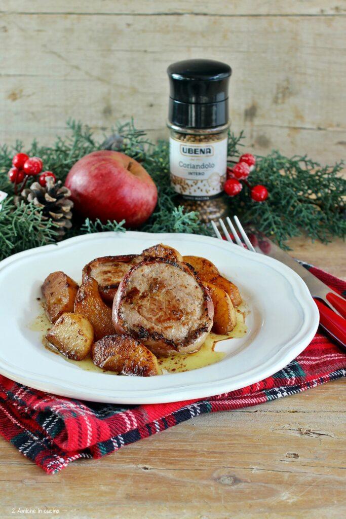 Filetto di maiale avvolto nella pancetta con mela e coriandolo