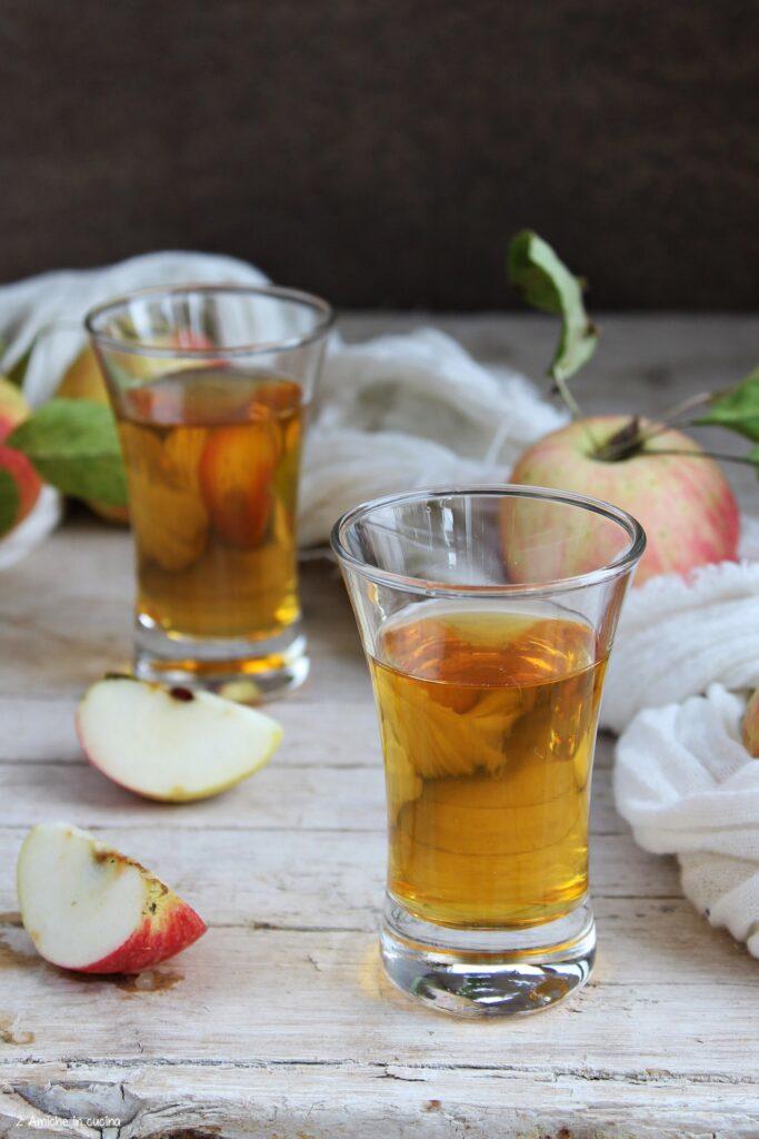 Riciclare le bucce di mela per preparare il liquore