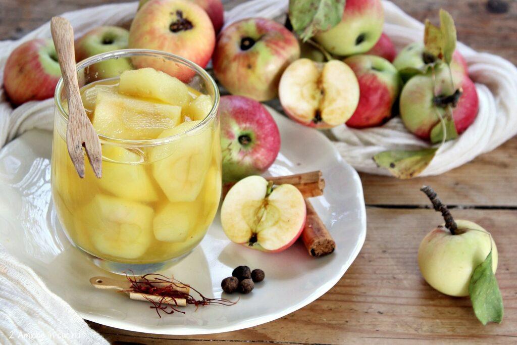 mele selvatiche cotte nello sciroppo speziato alla cannella