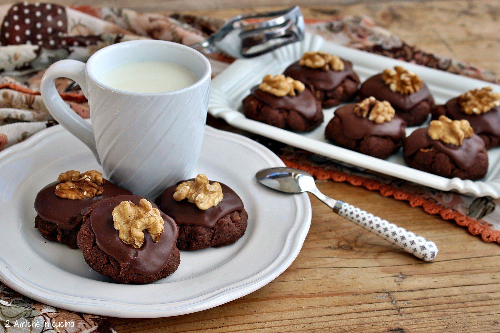 Biscotti della Nuova Zelanda con cacao, noci e cereali