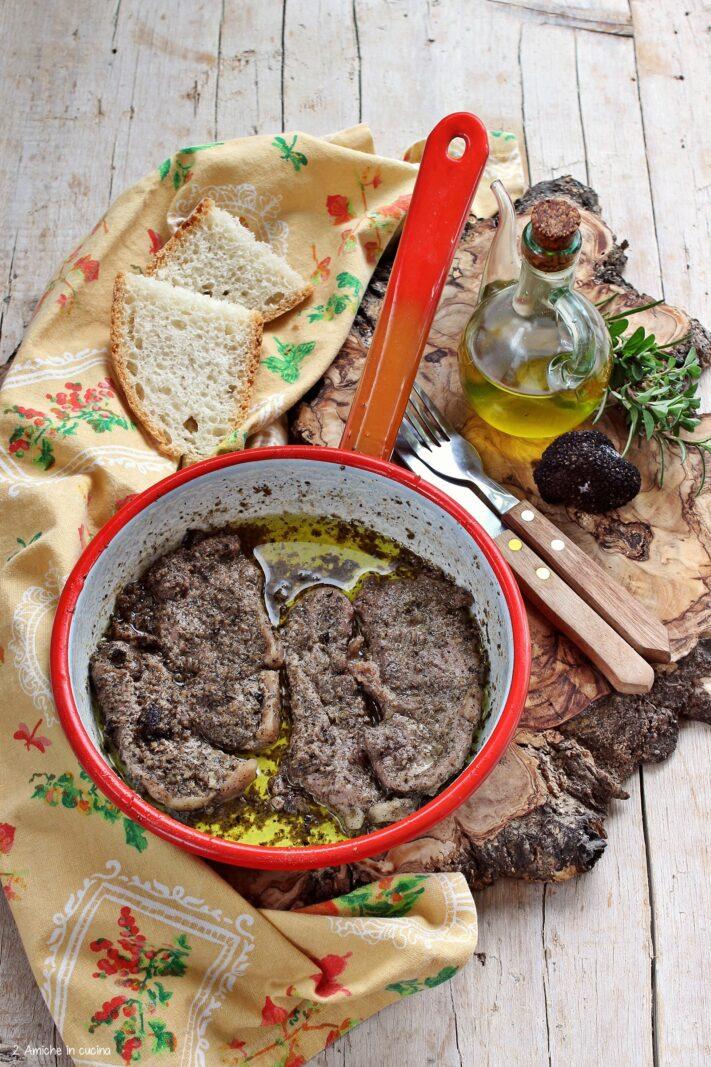 Fettine di cinghiale in padella con tartufo e erbe