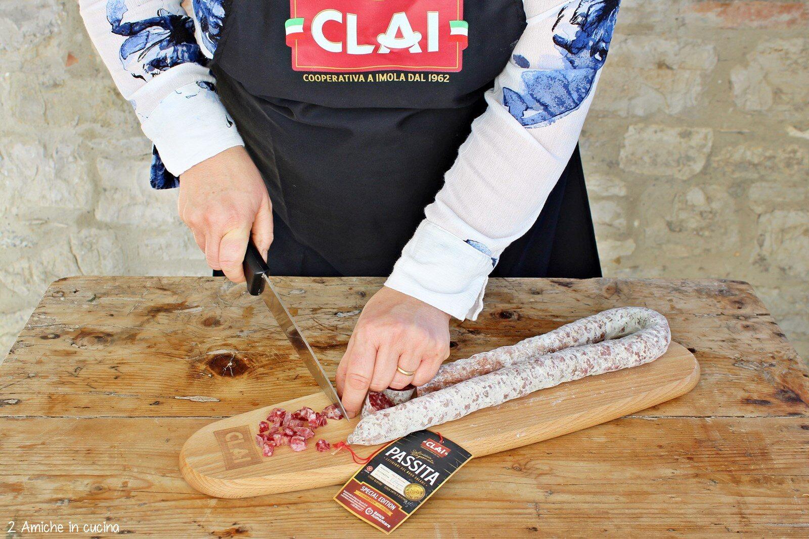 Salsiccia Passita Clai tagliata al coltello