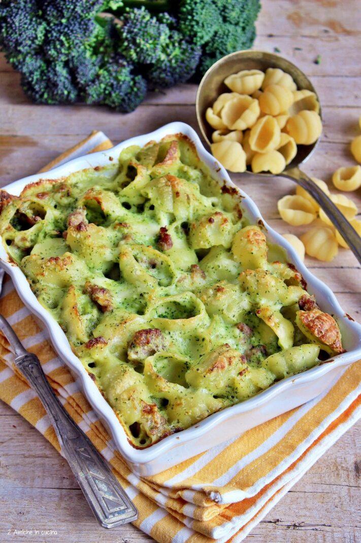 Pasta pasticciata con broccoli e salsiccia