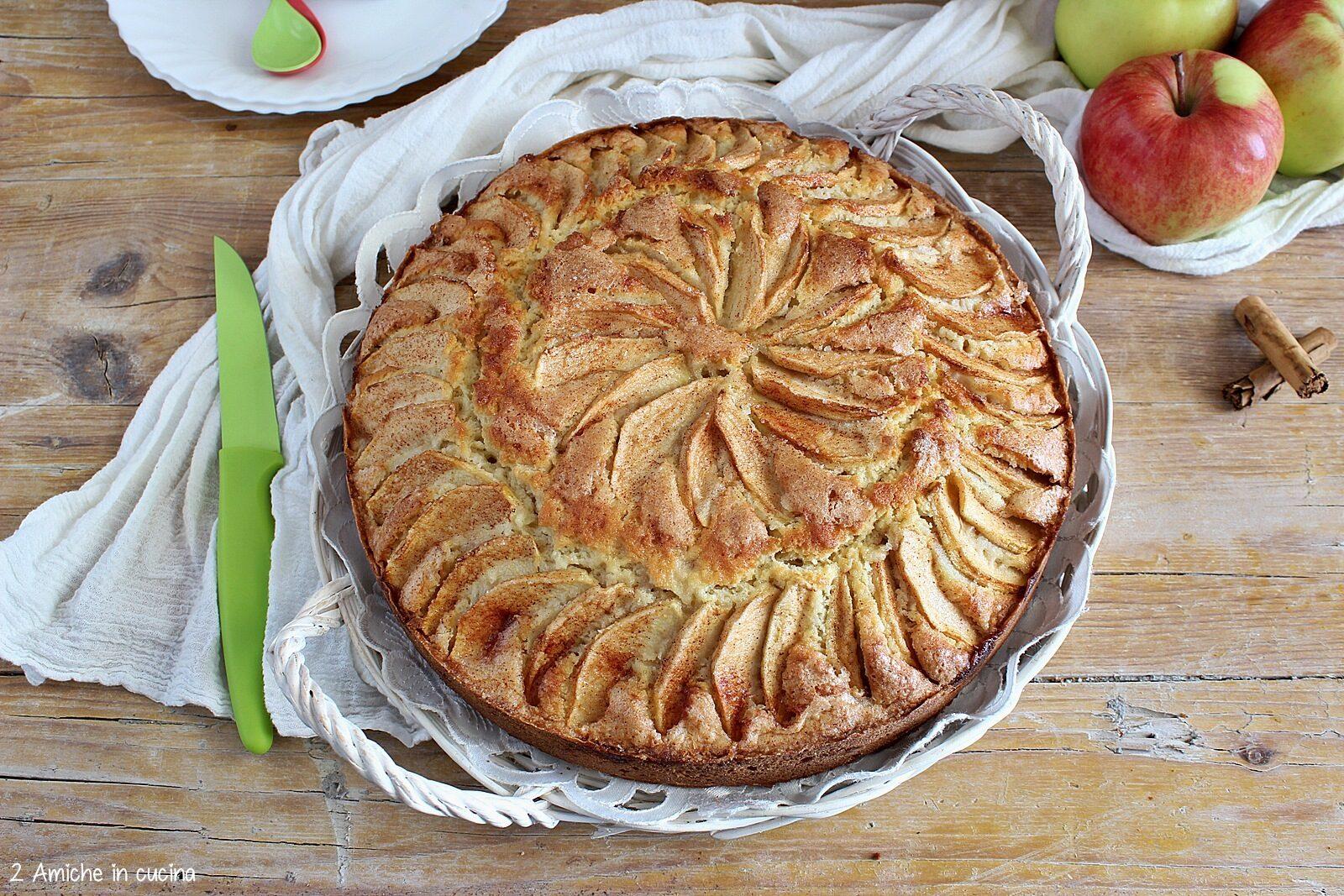 Torta di mele al profumo di cannella tipica dell'Islanda