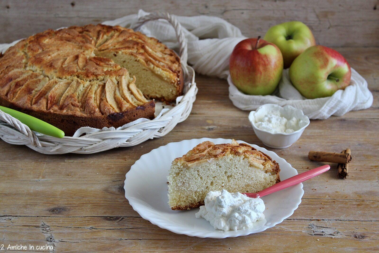 Torta di mele islandese con panna montata