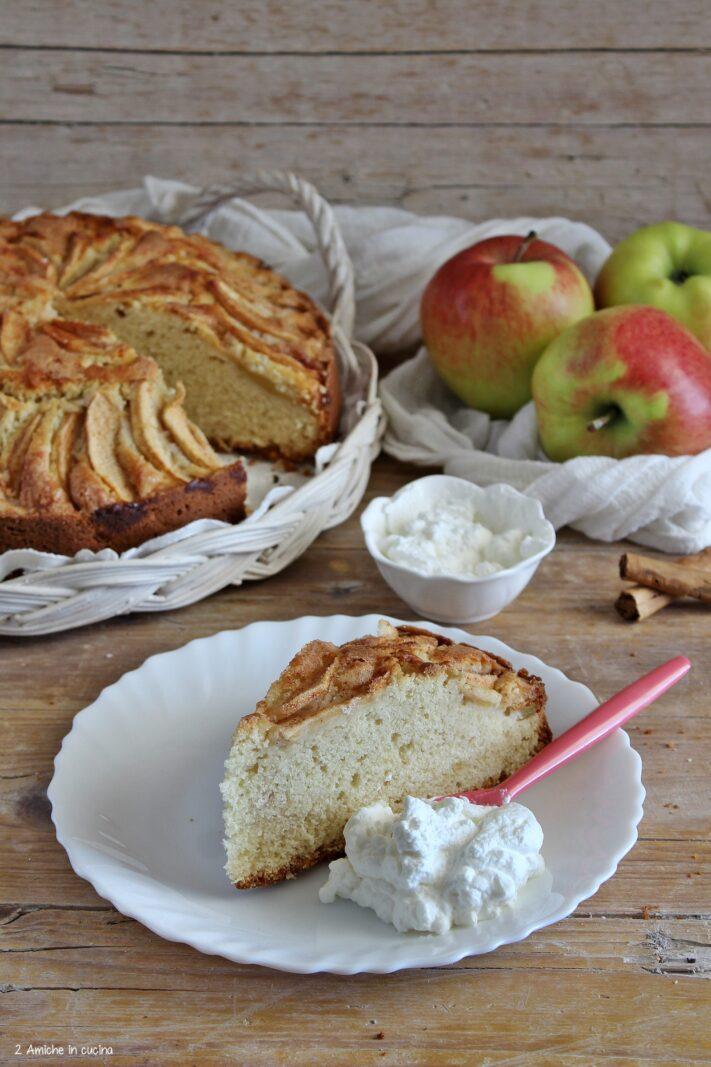 Eplakaka, la torta di mele islandese con panna