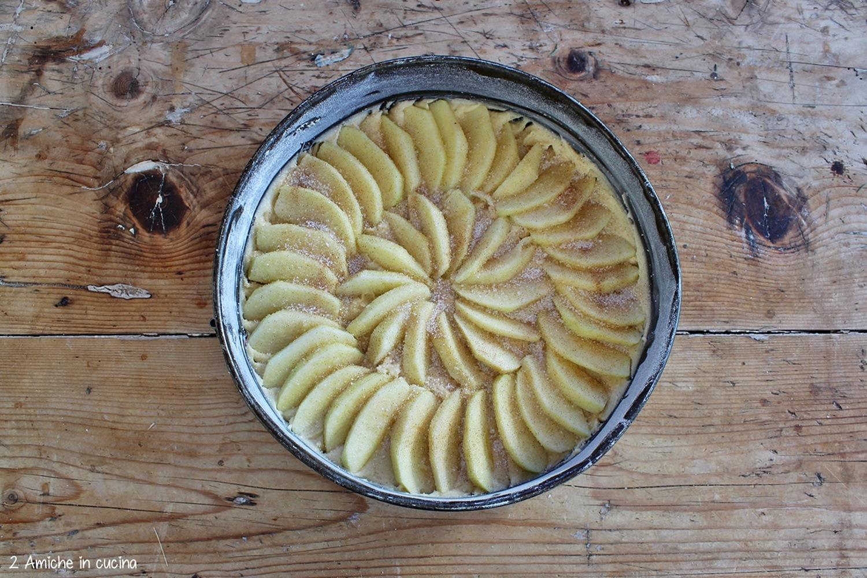 Torta di mele con zucchero alla cannella