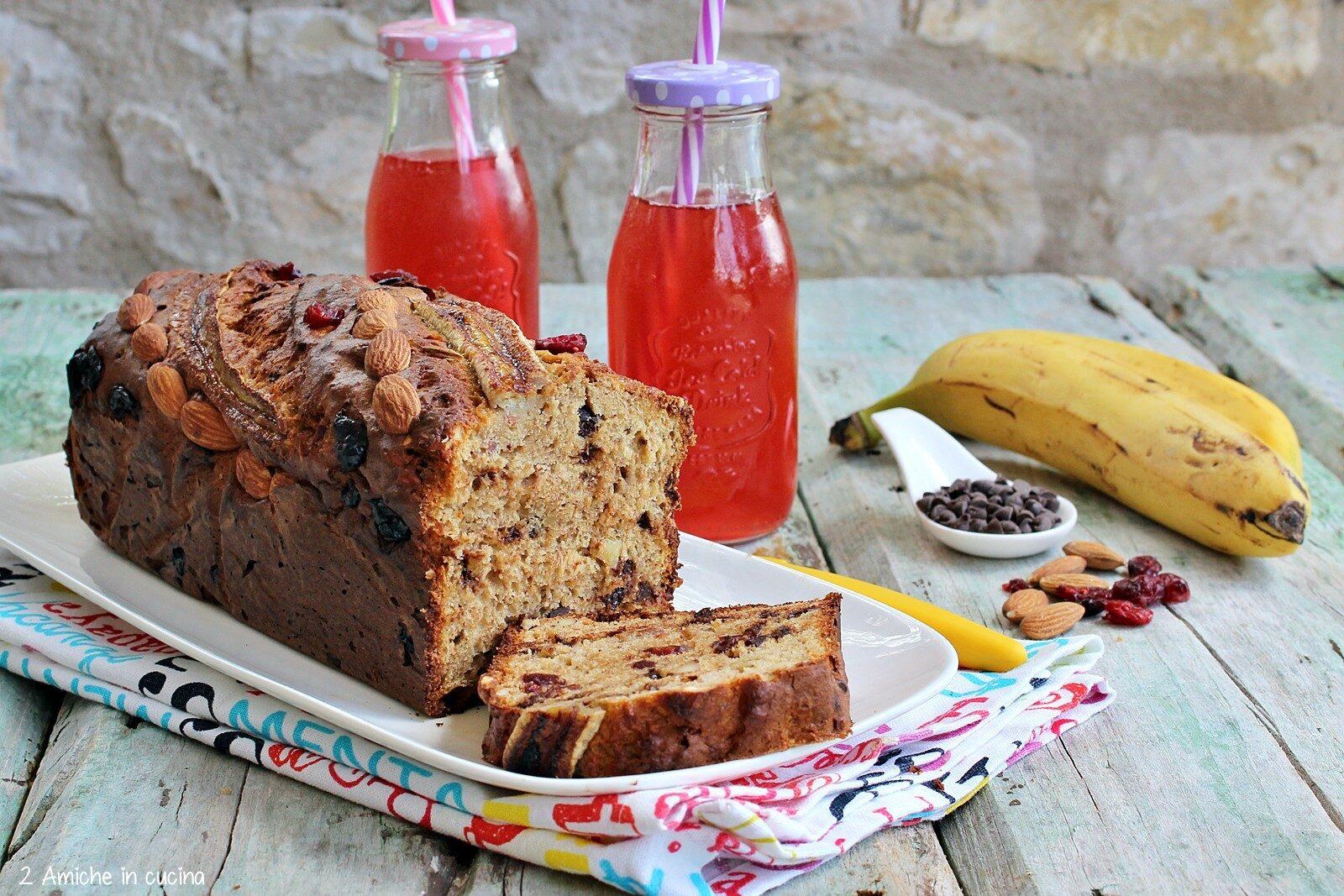 banana bread con mitrilli e cioccolato, frutta secca, ricetta senza glutine e senza lattosio