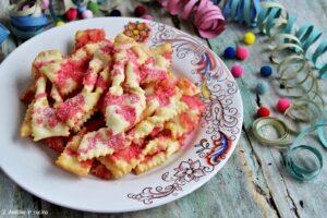 Frappe fritte con alchermes e zucchero semolato