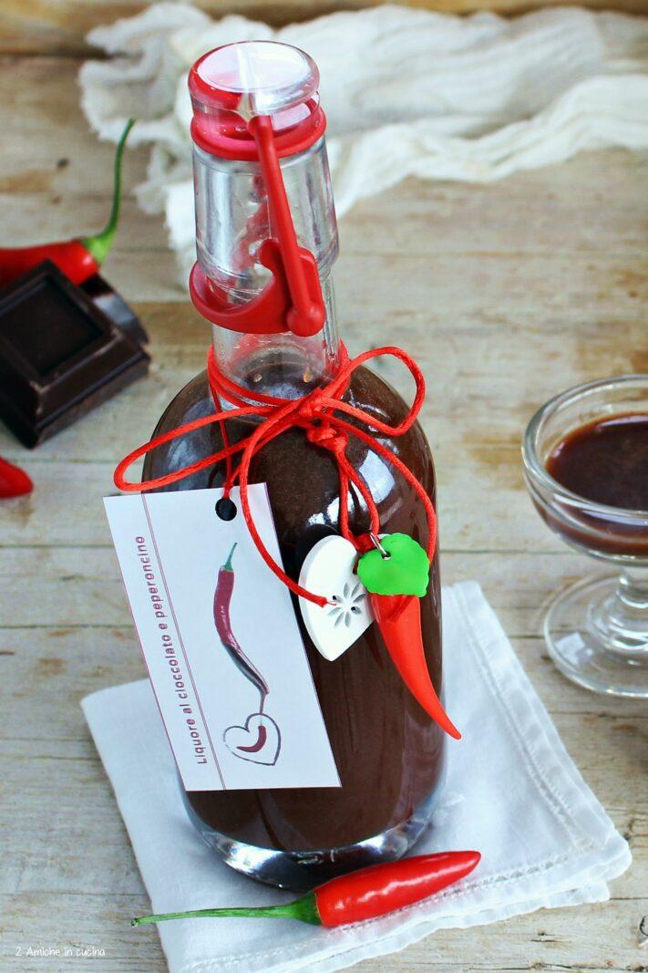 Etichetta per liquore al cioccolato e peperoncino
