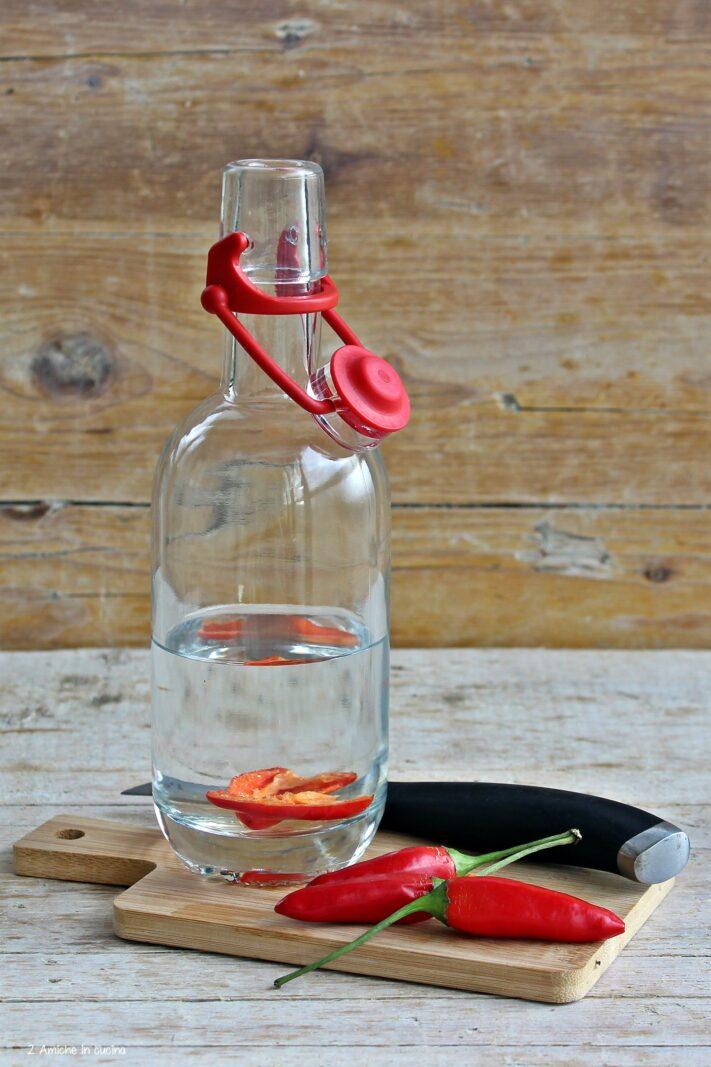 Peperoncino in infusione in bottiglia con tappo Mekano