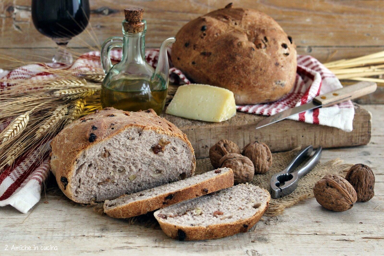 Pane tipico di Todi con noci e pecorino