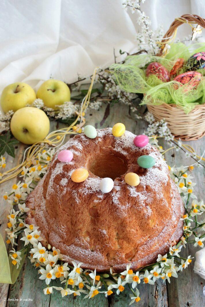 Ciambella lievitata con le mele, ricetta polacca per Pasqua