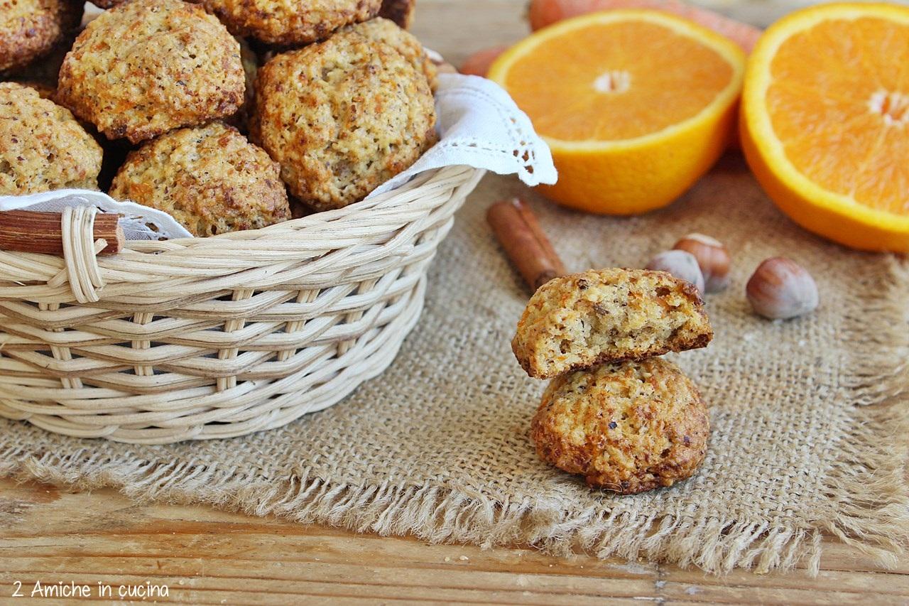 Biscotti con nocciole e arancia, profumati alla cannella