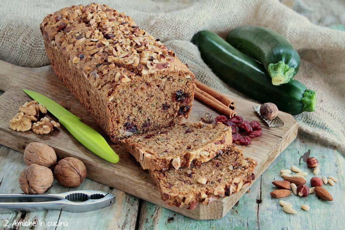Pan dolce alle zucchine con spezie e frutta secca