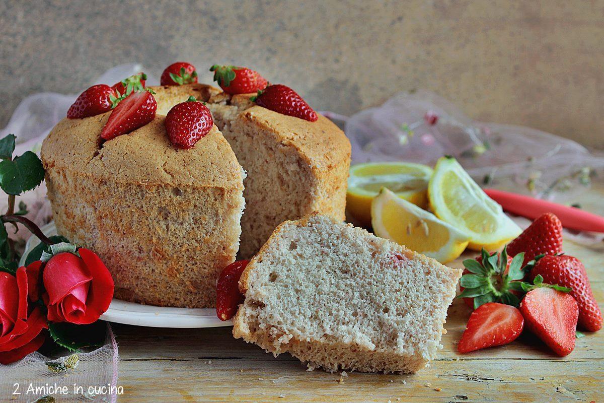 Chiffon cake con purea di fragole e limone